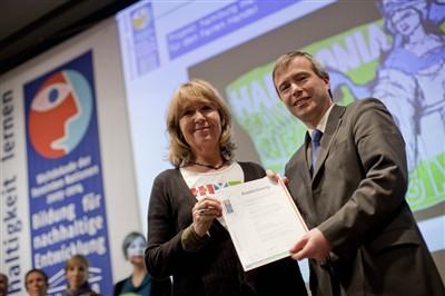 Friderike Seithel erhält für hmf Auszeichnung als UN-Dekade-Projekt