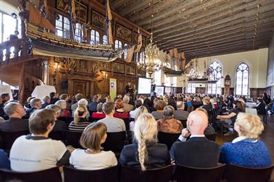 Aus ganz Deutschland haben sich Vertreterinnen und Vertreter der Städte und Gemeinden zur Preisverleihung in Bremen getroffen.