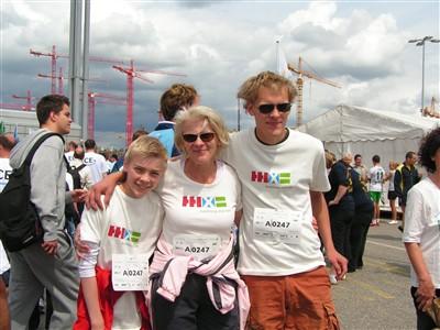 Mit dabei: Die Hamburger Schriftstellerin Regula Venske mit ihren Söhnen