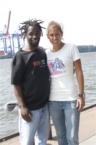 Hajji Brown und Silva Lone Saländer in hmf-Shirts