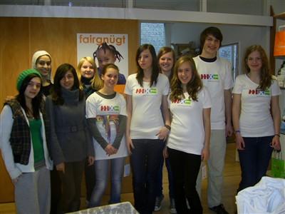 Die Schülerfirma fairdressed im Seminarraum im Süd-Nord-Kontor zu Gast bei hamburg mal fair.